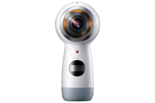 Samsung præsenterer nu Samsung Gear 360, et kamera, der giver dig mulighed for at forevige begivenheder og genopleve minderne med et 360-graders perspektiv i 4K-opløsning.