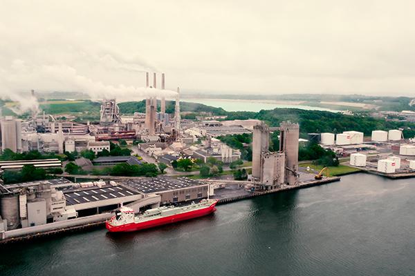 Aalborg Portland udskifter to udtjente skibe med tre spritnye, specialbyggede fragtskibe.