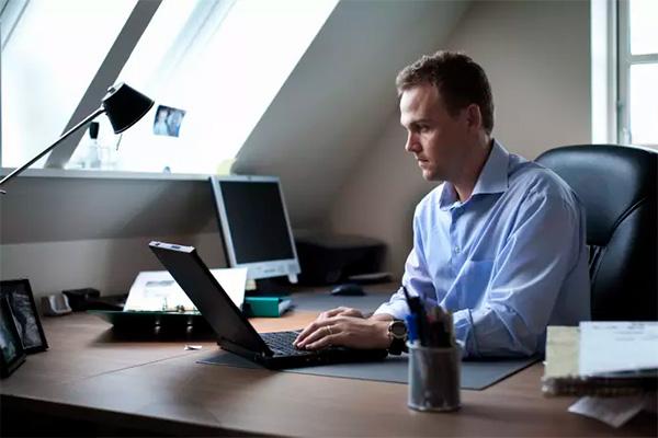 På en russisk hjemmeside koster det kun få dollar at købe et DDoS-angreb på en dansk virksomheds it-systemer, fortæller TDC Groups CSO. Senest blev Udlændinge- og Integrationsministeriet og Udenrigsministeriet i denne uge ramt af dene type angreb.