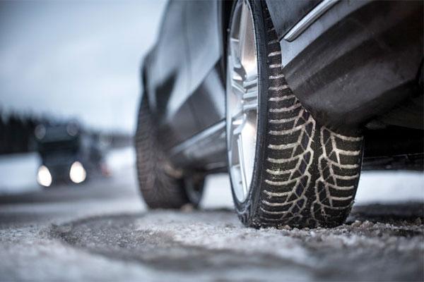 Fra i dag og resten af ugen kan bilisterne se repræsentanter fra Rådet for Større Dæksikkerhed og Dækimportørforeningen på en lang række parkeringspladser i Danmark.
