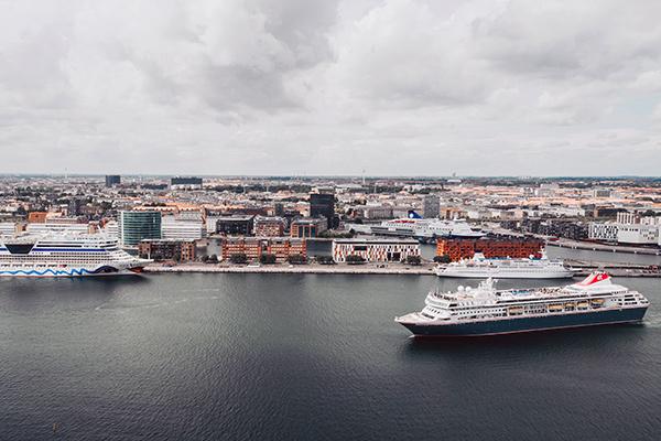 Nordeuropas første internationale krydstogtkonference finder snart sted i København. Her drøfter fagfolk fra hele krydstogtindustrien mulighederne for at nedbringe luftforurening og trængsel i byerne i Østersøregionen.