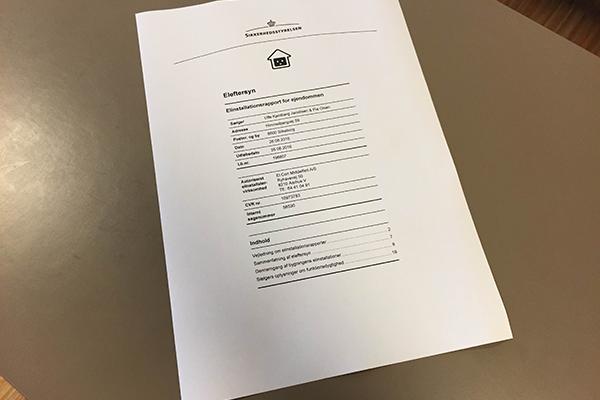 Mange boligkøbere får ikke vurderet standen på husets elinstallationer, før de skriver under på købsaftalen, og det kan både være dyrt og farligt, lyder det fra NRGi, der via YouGov har spurgt danskerne til deres kendskab til de obligatoriske boligrapporter.