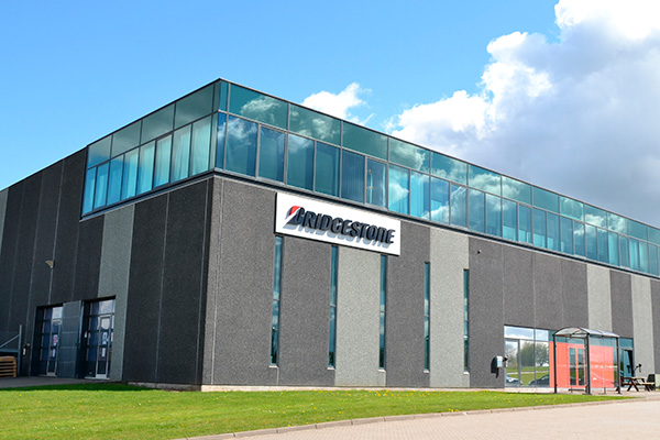 Med ansættelsen af 12 nye medarbejdere i Bridgestone Danmark øger den globale dæk- og gummiproducent Bridgestone sine aktiviteter i Danmark. Koncernens danske hovedkontor i Søften nær Aarhus bliver nordisk knudepunkt for flåde, kundestyring, logistik og finans.