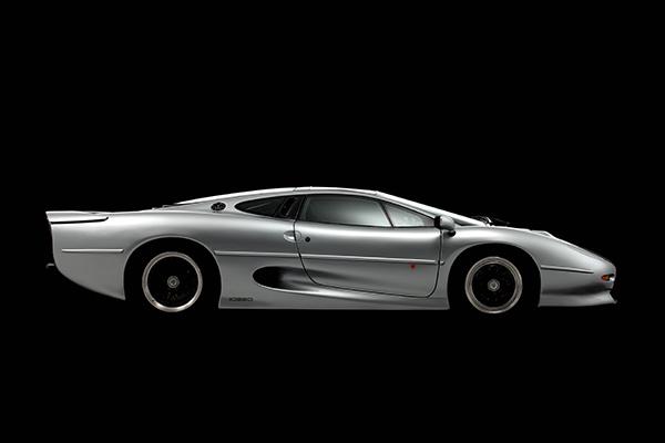 Bridgestone har påbegyndt et samarbejde med Don Law XJ220 i England for at udvikle en ny generation af dæk til den legendariske Jaguar model XJ220.