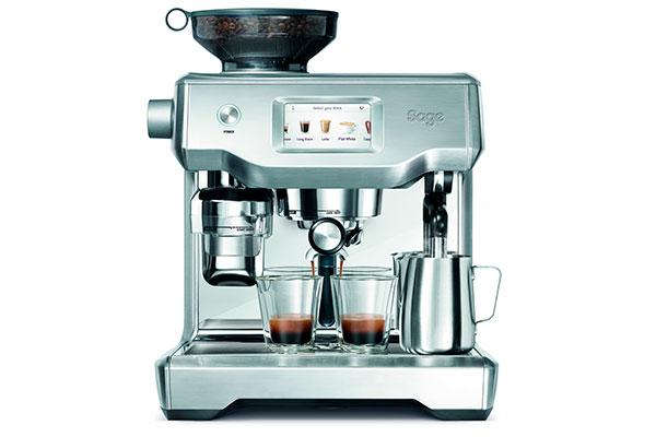 Livet er for kort til dårlig kaffe. Caféerne har ikke længere eneret på at brygge den bedste kaffe: Sage the Oracle™ lader dig nyde ægte cafékaffe derhjemme - og nu er vidundermaskinen kommet i en touch-udgave.