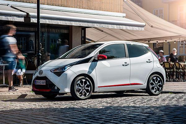 En ny udgave af en af Danmarks mest populære biler, Toyota AYGO, er klar til at indtage de danske veje.