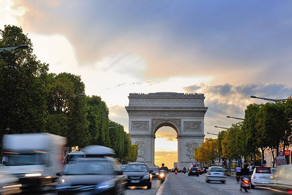 Nye miljøregler betyder, at danske bilister i Frankrig nu risikerer miljøbøder på op til 2.800 kr.