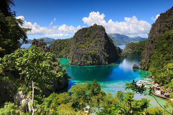 De danske rejsendes interesse for Filippinerne vokser støt. I 2016 besøgte hele 18.049 danskere det asiatiske ørige, hvilket er 18 pct. flere end året før – og antallet af danske besøgende i Filippinerne var sidste år 55 pct. større end for seks år siden. Landet med de 7.107 øer hitter især pga. sine flotte strande, frodige natur og venlige folkefærd, forklarer et dansk rejsebureau.