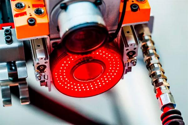 Mange danske virksomheder holder sig tilbage fra at udnytte de muligheder, som teknologien giver dem.