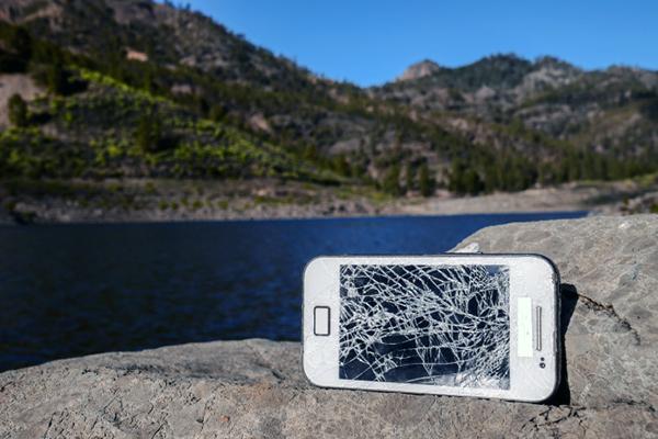 Frisk undersøgelse viser at danskerne ødelægger deres mobiler som aldrig før. Samtidig er sommeren højtid for køb af ny telefon.