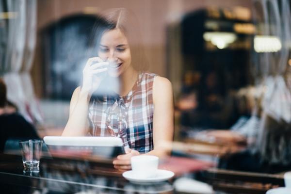 54 % af danskerne ved ikke, hvor meget data de bruger pr. måned via deres mobilabonnement. Det viser en ny undersøgelse, som analysebureauet Wilke har lavet for teleselskabet 3. I kraft af uvisheden samt et generelt stigende dataforbrug, opfordrer 3 kunderne til indimellem at tjekke, om de har det rette abonnement.