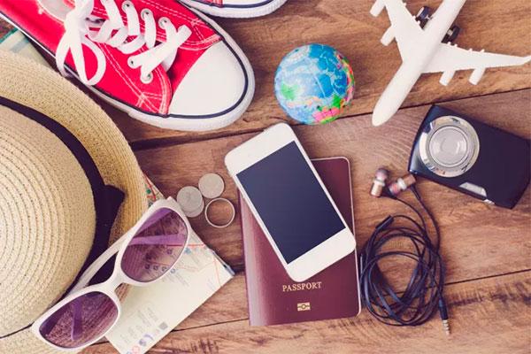 På førstepladsen over ting danskerne savner på ferien finder man sengen, og derefter kommer det at kunne bruge sin mobiltelefon. Sengen er svær at slæbe med, men mobilen er alligevel lagt i lommen – så hvorfor ikke bruge den? 71 % af alle danskere slukker altid eller ofte for roaming i udlandet, selvom mobilen er en af de ting, de savner mest at bruge, når de rejser. Det viser helt nye tal fra 3 på baggrund af en Wilke undersøgelse.