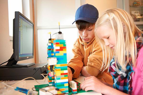 Ifølge en ny undersøgelse fra Universe Science Park mener næsten halvdelen af danskerne, at iværksætteri bør være en del af undervisningen i landets folkeskoler.