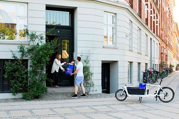 Onlinehandel on demand: Rema 1000s deleøkonomiske leveringstjeneste Vigo har været på danskernes telefon i 100 dage, og med ture over hele landet har løsningen gjort en fin entre i den danske dagligvarehandel.