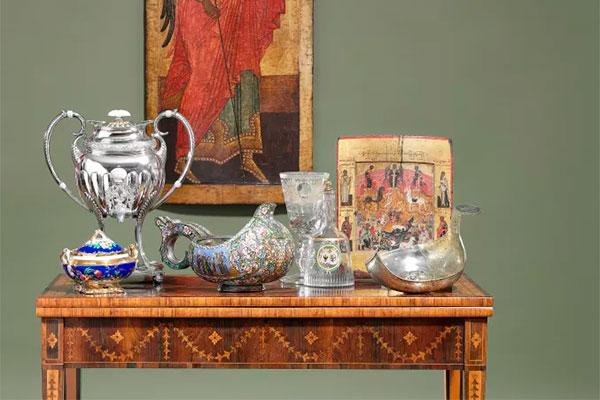 Når Bruun Rasmussen slår dørerne op for sommerens internationale auktion i Bredgade den 24. maj, er det med den største russiske kunstauktion, der nogensinde er afholdt i Skandinavien. Den omfatter bl.a. Richard Zeiner-Henriksens imponerende samling og andre private samlinger med kongelig proveniens.