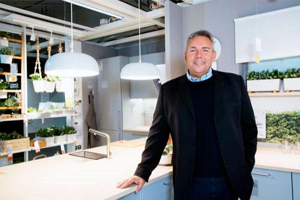 IKEAs administrerende direktør Dennis Balslev opfordrer branchen til at sætte de rigtige priser på deres produkter fra start, så kunderne får tillid til, at den pris som varen udbydes til til hverdag er den rigtige og ikke er en overpris.
