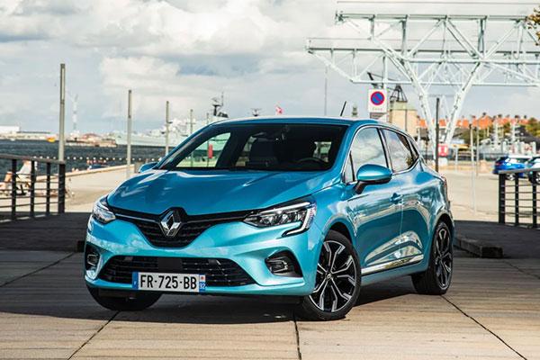 Renault Clio, der netop er blevet præsenteret i E-TECH hybrid version, fejrer i år 30 år som Renaults bedst sælgende model i Europa.