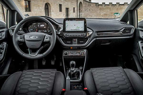 Ford Fiesta er en af Danmarks bedst sælgende minibiler. Det skal den nye Fiesta forsøge at leve op til. Priserne starter ved kun 129.590 kr. og byder på et bredt modelprogram, mange udstyrsmuligheder. Vi har prøvet Fiesta Vignale, som er seriens topmodel.