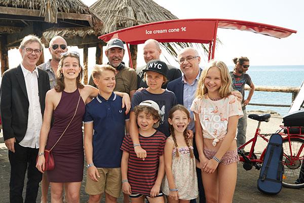"""""""Far til fire i solen"""" er i fuld gang med optagelserne på Gran Canaria, og lørdag fik de besøg af Præsident Antonio Morales Méndez, som overværende optagelserne."""