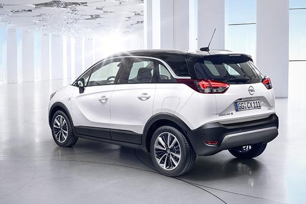 Fem måneder før sin debut viser Opel de første billeder af en helt ny model: Crossland X