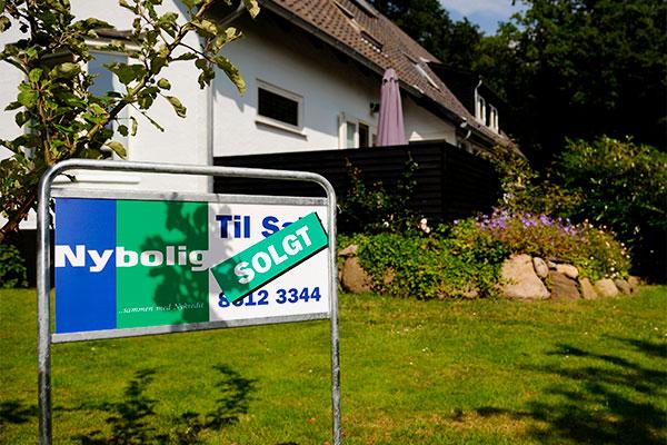 Priserne på det københavnske ejerlejlighedsmarked fortsætter med at stige i samme grad, som har kendetegnet markedet de seneste år.  De kraftige prisstigninger gør os ekstra opmærksomme på udviklingen i og om omkring København, men vi ser aktuelt ingen boligprisboble. Boligejerne bør overveje at mindske usikkerheden i husholdningsbudgettet og låse renten fast på det nuværende lave niveau.