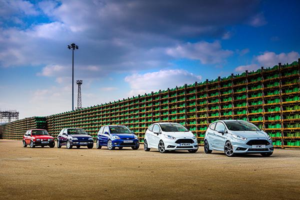 En succes af de helt store. Der er ikke andre måder at sige det på, når det handler om Fords fremragende Fiesta. Den har nu været i uafbrudt produktion siden 1976, og hvad der startede som en praktisk og simpel bybil er udviklet til at være den luksuriøse og frække bil med klasseledende køredynamik, som i dag begejstrer kunderne verden over.
