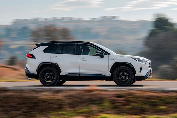 Toyota har netop åbnet for forsalget af den helt nye og femte generation af verdens bedst sælgende SUV, Toyota RAV4, der får dansk premiere til februar.