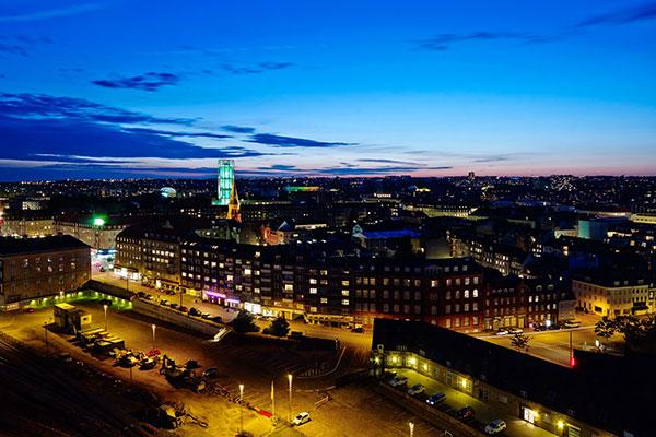 Unik beliggenhed, gunstig infrastruktur og stor efterspørgsel på konferencefaciliteter, værelser og hotellejligheder får nu en af verdens største hoteloperatører til at åbne hotel i Aarhus.