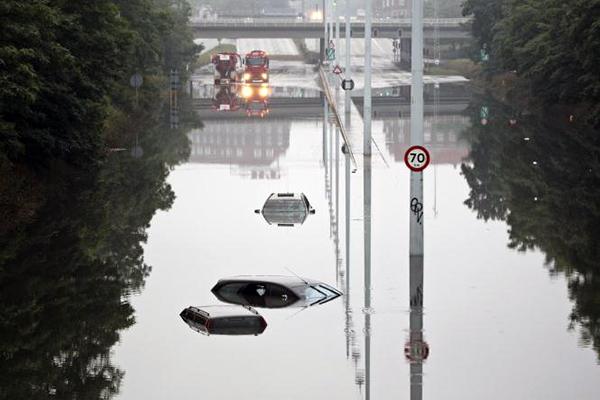 Henover sommeren i år oplevede Europa på første hånd, hvordan klimaændringerne er årsag til et markant skifte i de kendte nedbørsmønstre. I takt med den globale opvarmning ophobes mere fugt i atmosfæren, og nedbøren bliver mere intens.