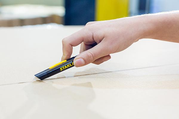 Klassiske Stanley lancerer nu sikkerhedsknive med keramisk knivblad, som mindsker risikoen for ulykker og skader.