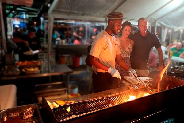 Nyd det tropiske klima, hvide strande, strålende solskin og forrygende feststemning. Barbados'Food & Rum Festival er lige om hjørnet.