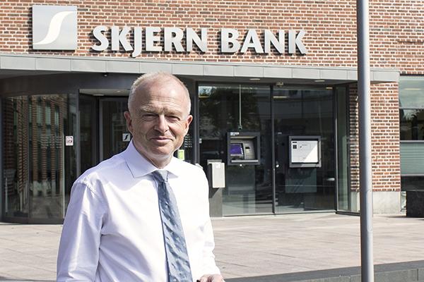Den adm. direktør for Skjern Bank Per Munck, betegner det som en god dag for banken, som netop har fremlagt et rekord årsregnskab for 2016.