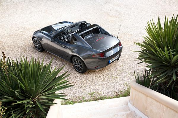 TEST: Danskerne har altid haft et godt øje til Mazda MX-5. Og med den nye MX-5 RF er der ingen grund til at tro, at det vil ændre sig.
