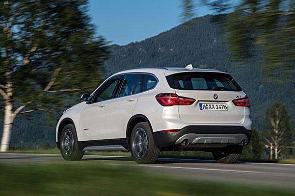 TEST: Den efterhånden et par år gamle BMW X1 er både større og bedre end sin forgænger. Det er den mindste i X-serien, men alligevel er der overraskende god plads i kabinen.