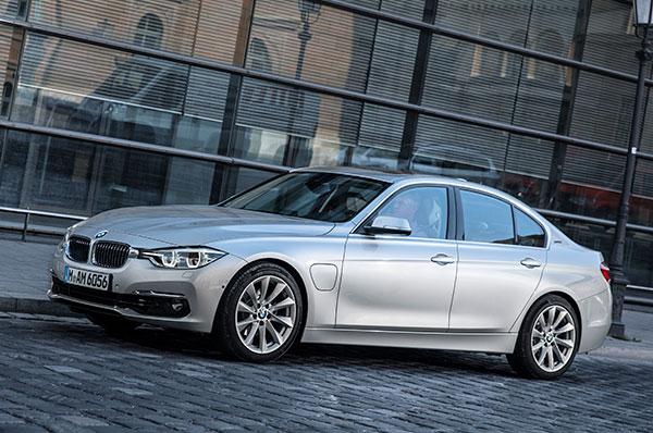 TEST: BMW er langt fremme i udviklingen af hybridbiler. Det mærker man i 330e iPerformance. Emagasin1 har haft lejlighed til at teste bilen.