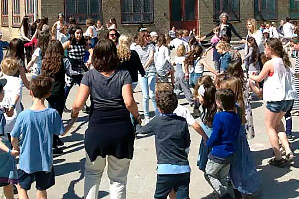 Undervisningsminister Merete Riisager besøgte i maj privatskolen Carolineskolen i København. Den jødiske skole var en del af den såkaldte Kundbypiges bombeplaner. Retten i Holbæk har kendt den 17-årige pige skyldig i anklager om at planlægge bombeangreb. Radikalisering kan have mange ansigter. Alle skoler bør overveje deres tilgang til problemstillingen.