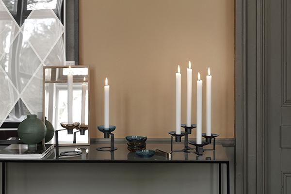 Netop nu er metal og farvet glas to af de stærkeste tendenser i interiørmoden, og med LUMI tager Holmegaard trenden en tak videre.