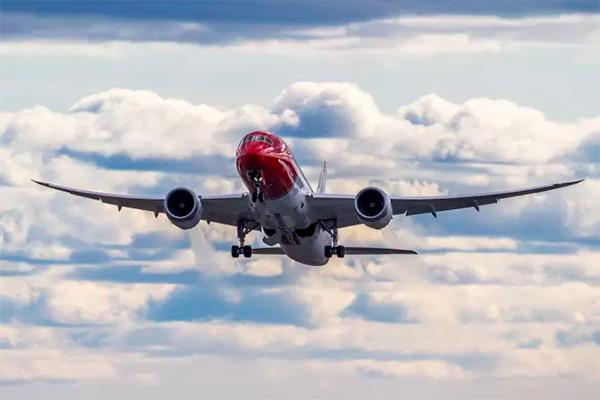 Norwegian øger i vinterprogrammet rutetilbuddet med 50 procent fra Skandinavien til Los Angeles. Flyselskabet vil nu servicere sine direkte ruter fra København, Oslo og Stockholm til Los Angeles tre gange ugentligt.