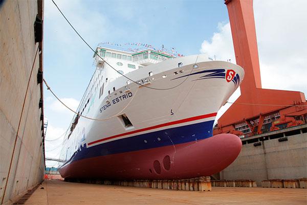 Stena Line kan nu sætte tjek ved endnu en milepæl i rederiets investeringsprogram for deres internationale flåde. Den første af fem planlagte nybyggede fragt- og passagerfærger, Stena Estrid, fik vand under kølen den 16. januar på værftet i Kina.