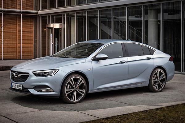 TEST: Den nye Insignia fra Opel har mere standardudstyr end forgængeren, og så er der masser af plads og køreglæde.