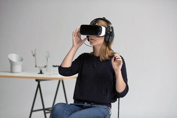 Hver fjerde dansker oplever at de har en overdreven, irrationel frygt og knap to ud af tre af disse fortæller, at deres frygt påvirker deres hverdag og forhindrer dem i at deltage i forskellige aktiviteter. Det viser en ny nordisk undersøgelse som YouGov har lavet på vegne af Samsung. Men der er måske håb forude. Et nyt projekt undersøger nemlig, hvordan virtual reality kan mindske folks frygt for eksempelvis edderkopper.