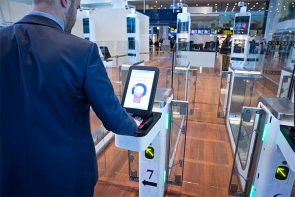 Lørdag d. 7. oktober 2017 bliver der indført nye EU-regler for paskontrol af passagerer, der krydser Schengengrænsen. Det betyder, at det fremover kan tage længere tid at komme igennem paskontrollen i Københavns Lufthavn, hvis man rejser udenfor Schengen-området.