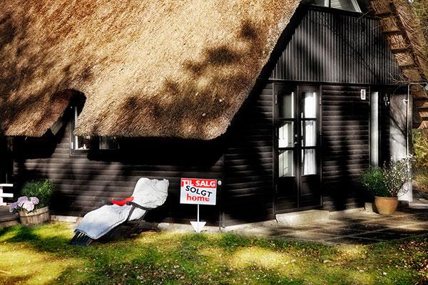 Nye regler sætter fut under sommerhus-salget. 1. maj bliver sommerhusene billigere.