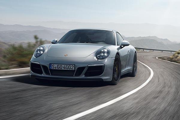 Med GTS-modellerne udbygger Porsche sin 911-modelrække yderligere.