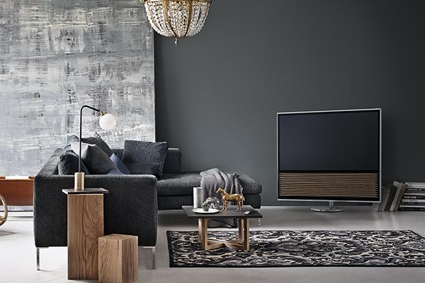 Det nye 4K Ultra HD-TV er en hyldest til Bang & Olufsens ikoniske designtradition og håndværk. BeoVision 14 har en tidløs elegance, der matcher dens uovertrufne lyd, perfekte billedkvalitet og avancerede tilslutningsmuligheder.