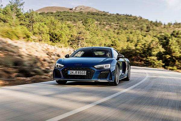 Efter verdenspremieren på R8 LMS GT3 på biludstillingen i Paris i 2018 kommer nu den serieproducerede model – Audi R8 Coupé og Spyder – bl.a. med stærkere motorer.
