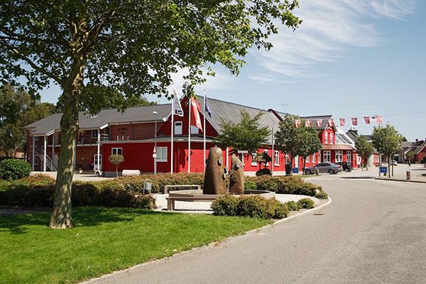 For andet år i træk kårer danskerne Agerskov Kro og Hotel som Årets Hotel, blandt Small Danish Hotels' godt 80 danske hoteller. Gæsterne er især varme på hotellets værtsskab og hjemmelavede morgenbuffet.