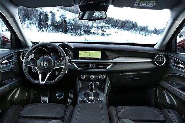 TEST: Emagasin1 har prøvekørt Stelvio, Alfa Romeos første bud på en kompakt SUV.
