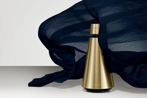 Bang & Olufsen præsenterer Cool Modern Collection – en helt ny udtryksform, som har givet brandet en varmere nuance med en ny kollektion af messingtonede produkter inspireret af moderne livsstil og Art Deco-bevægelsens tidløse design.