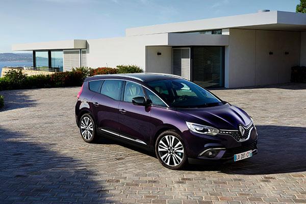TEST: Hvem har sagt, at en familiebil ikke kan ose af attitude? Praktisk javist, men derfor skal man jo ikke holde sig tilbage med de visuelle indtryk. Det er fjerde generation af Renault Scenic og Grand Scenic et godt eksempel på.